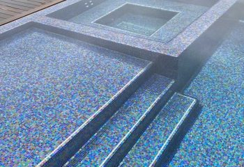 How to Choose the Right Glass Tile for Your Swimming Pool